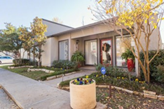 Exterior at Listing #136829
