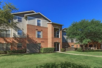 Exterior at Listing #137891