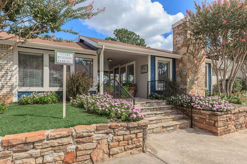 Exterior at Listing #136973