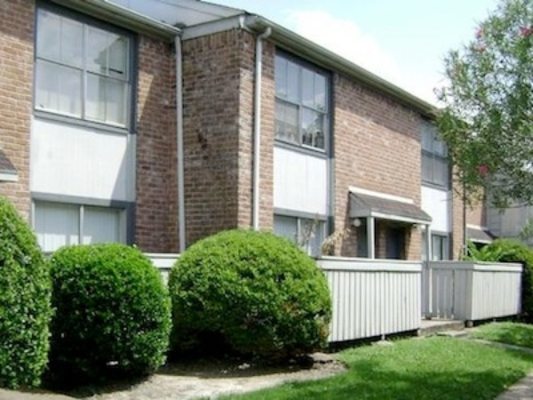 Exterior at Listing #139570