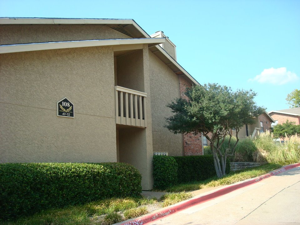 Exterior at Listing #135992