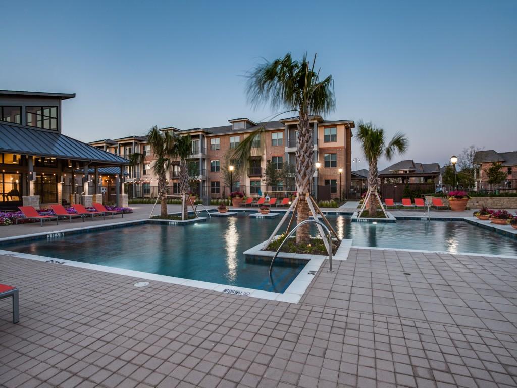 Pool at Listing #289716
