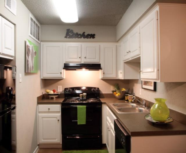 Kitchen at Listing #137543