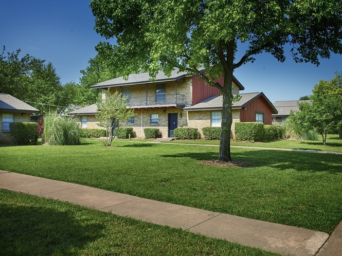 Exterior at Listing #136412