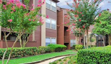 Exterior 2 at Listing #139918