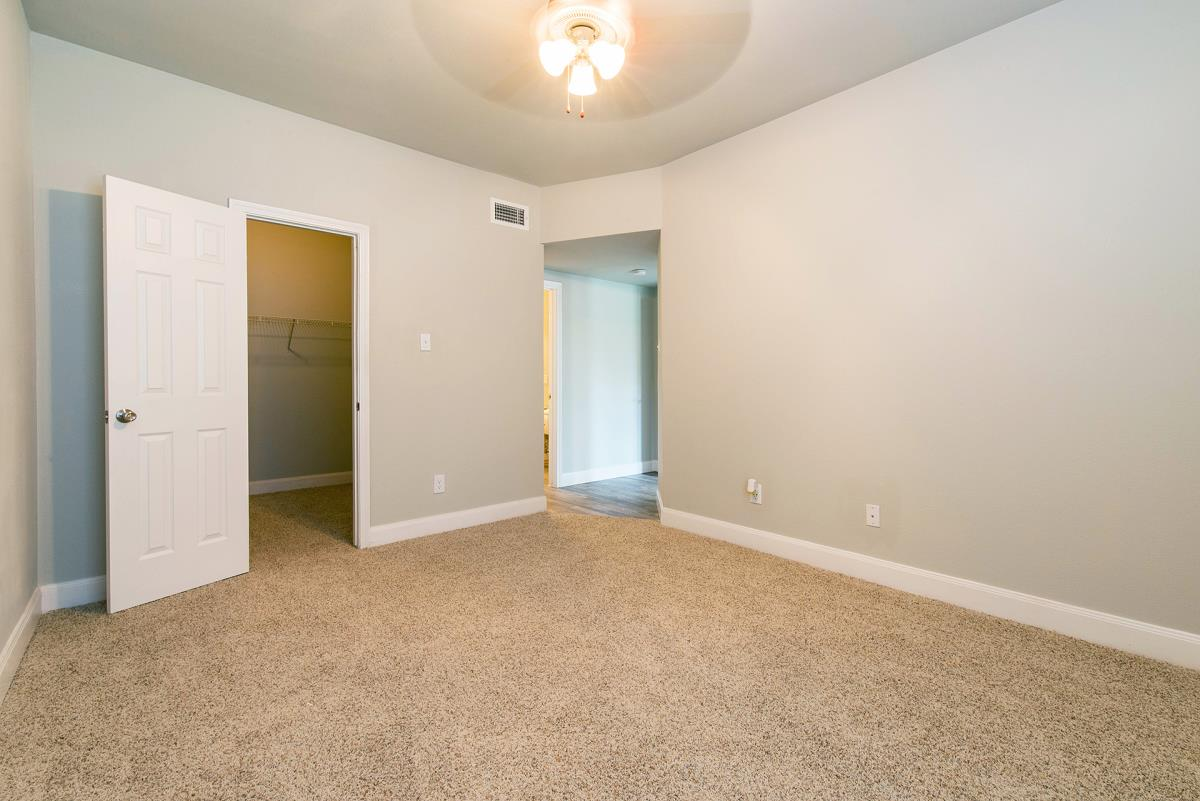 Bedroom at Listing #139448