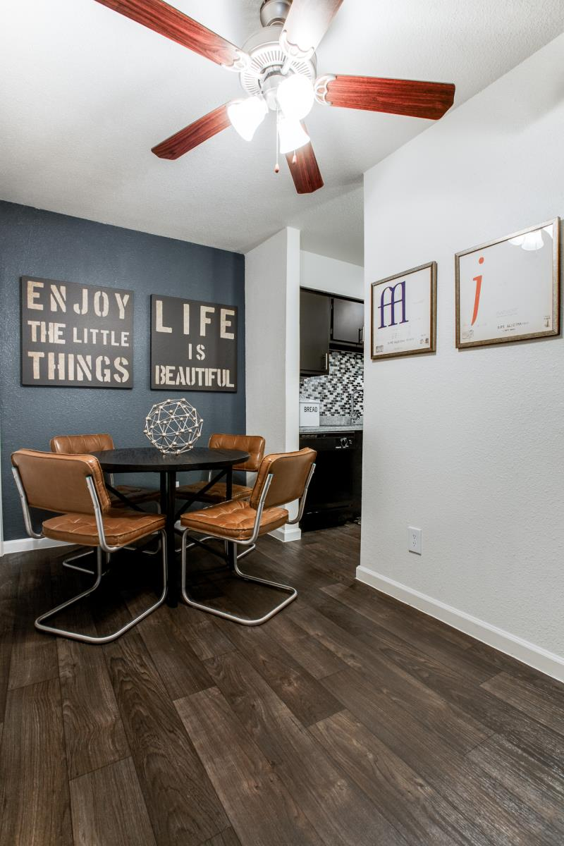 Dining at Listing #136240