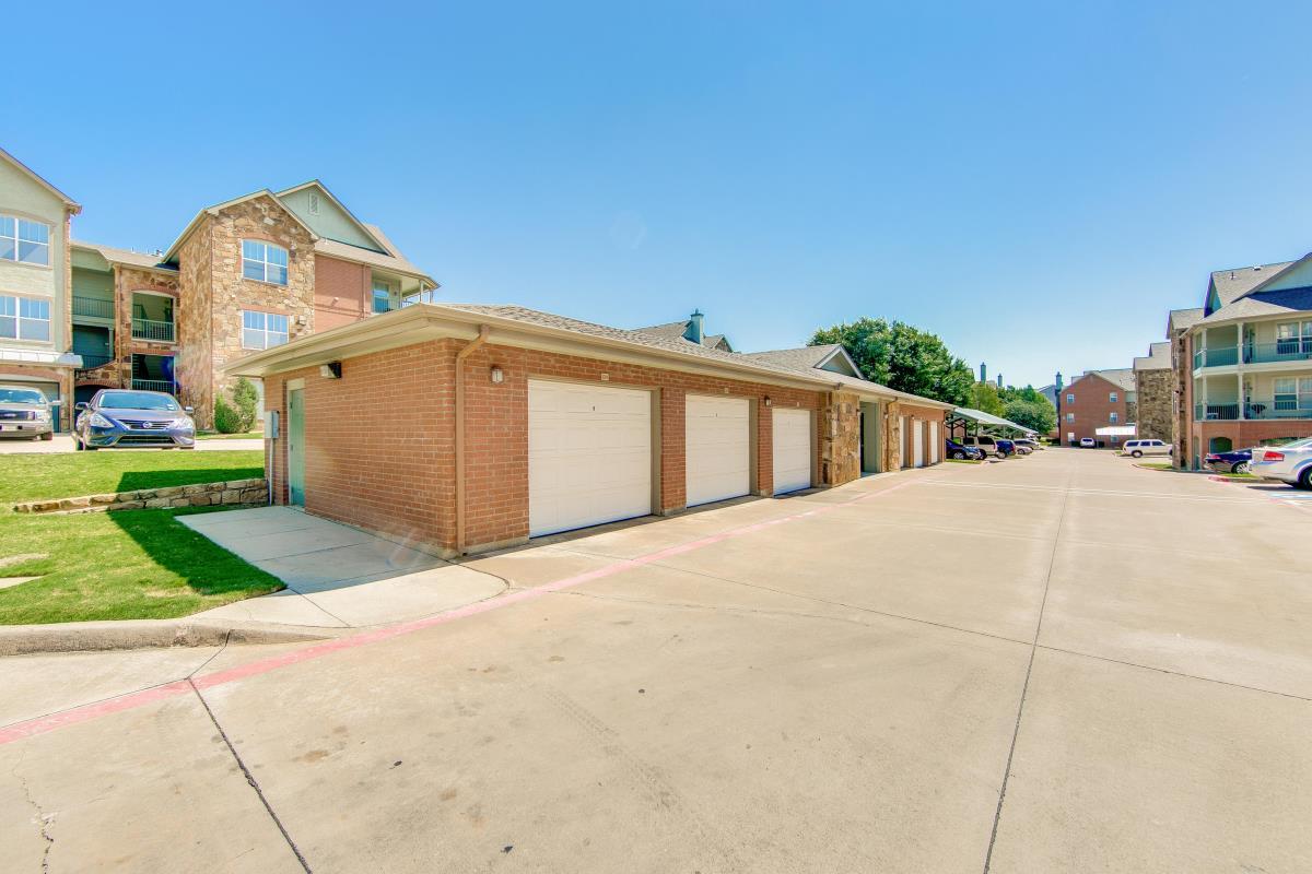 Garages at Listing #144093