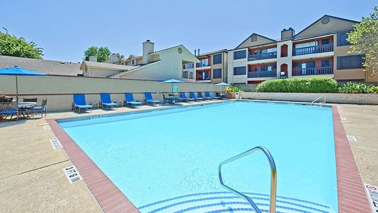 Pool at Listing #140528
