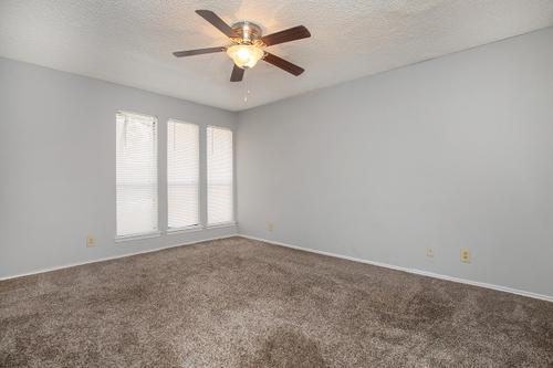 Bedroom at Listing #141027