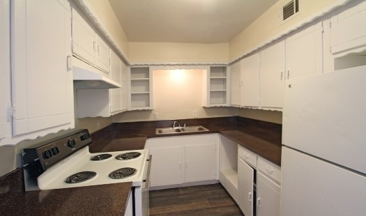 Kitchen at Listing #136604
