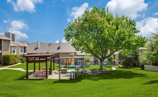 Courtyard at Listing #137032