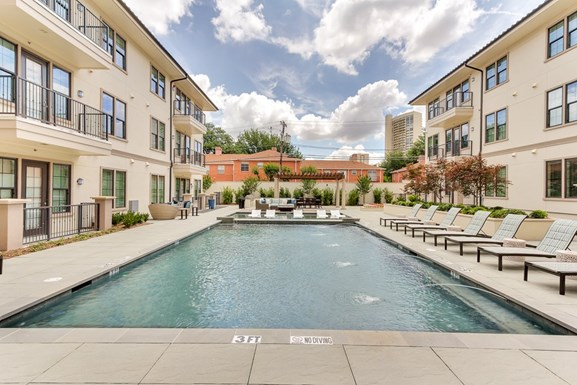 Laurel Preston Hollow Apartments