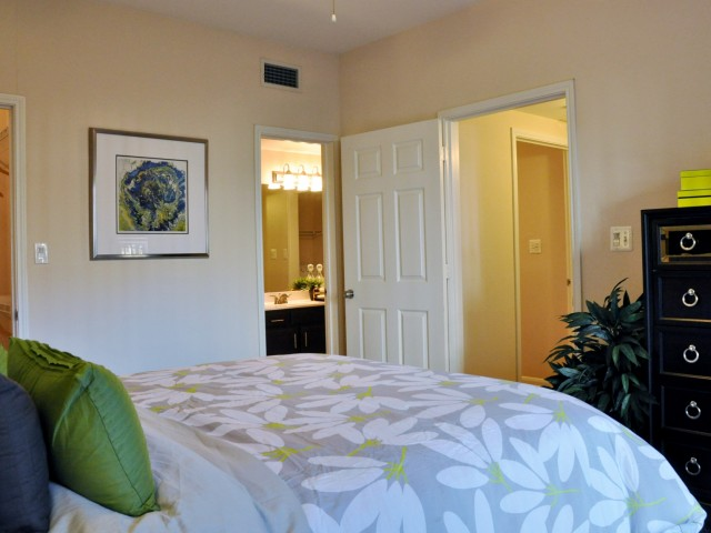 Bedroom at Listing #139974
