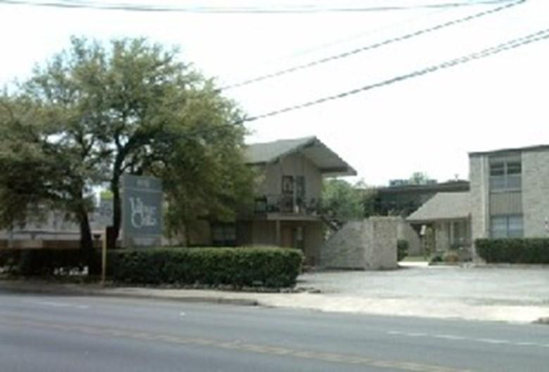 Village Oaks Apartments