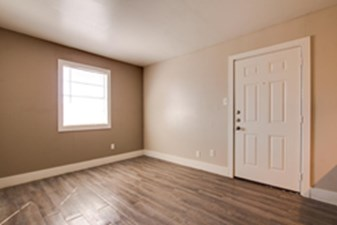 Living Area at Listing #137129