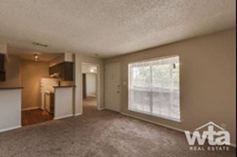 Living/Kitchen at Listing #140410
