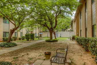 Courtyard at Listing #136978