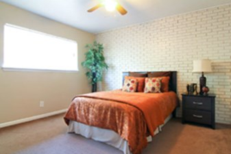 Bedroom at Listing #136646