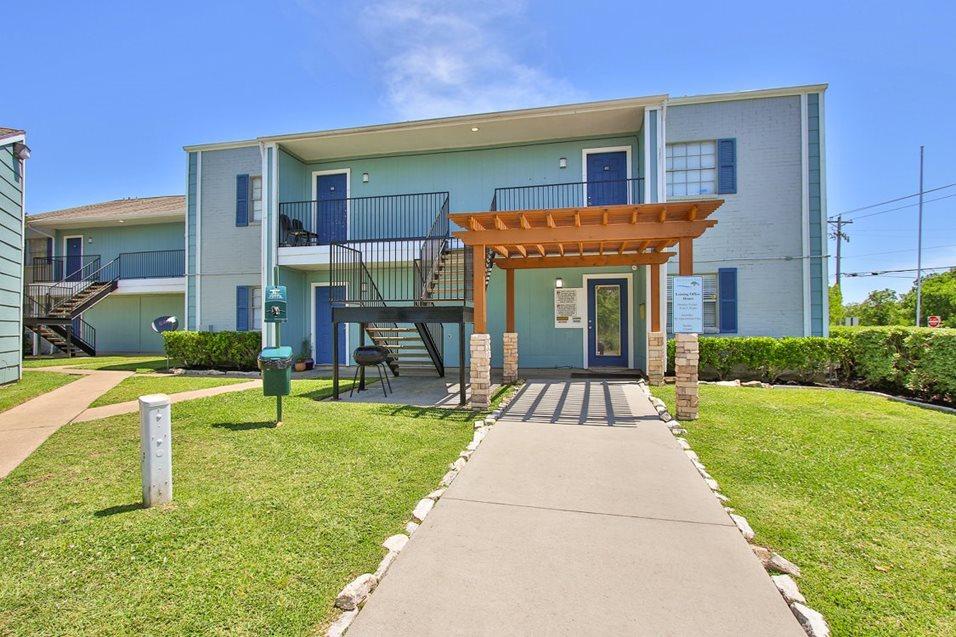 Banyan Bay Apartments Dickinson TX