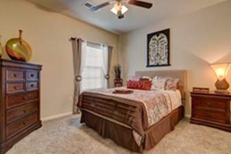 Bedroom at Listing #155261