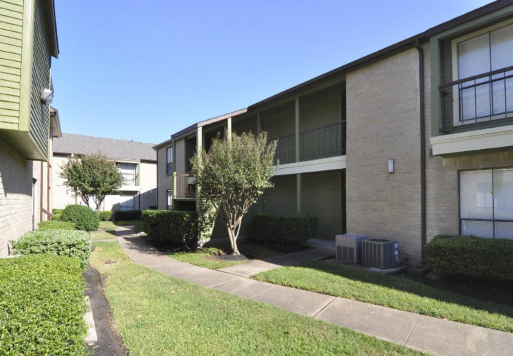 Exterior at Listing #139924