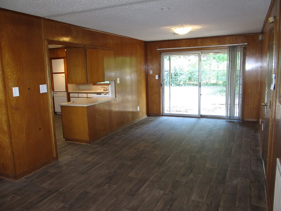Dining/Kitchen at Listing #140598