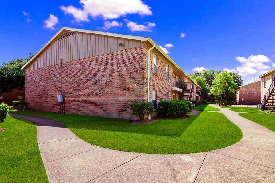 Exterior at Listing #138294
