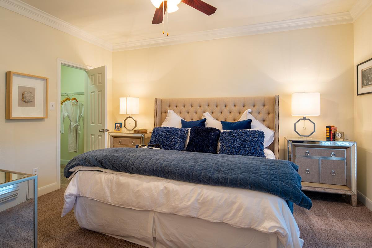 Bedroom at Listing #139716