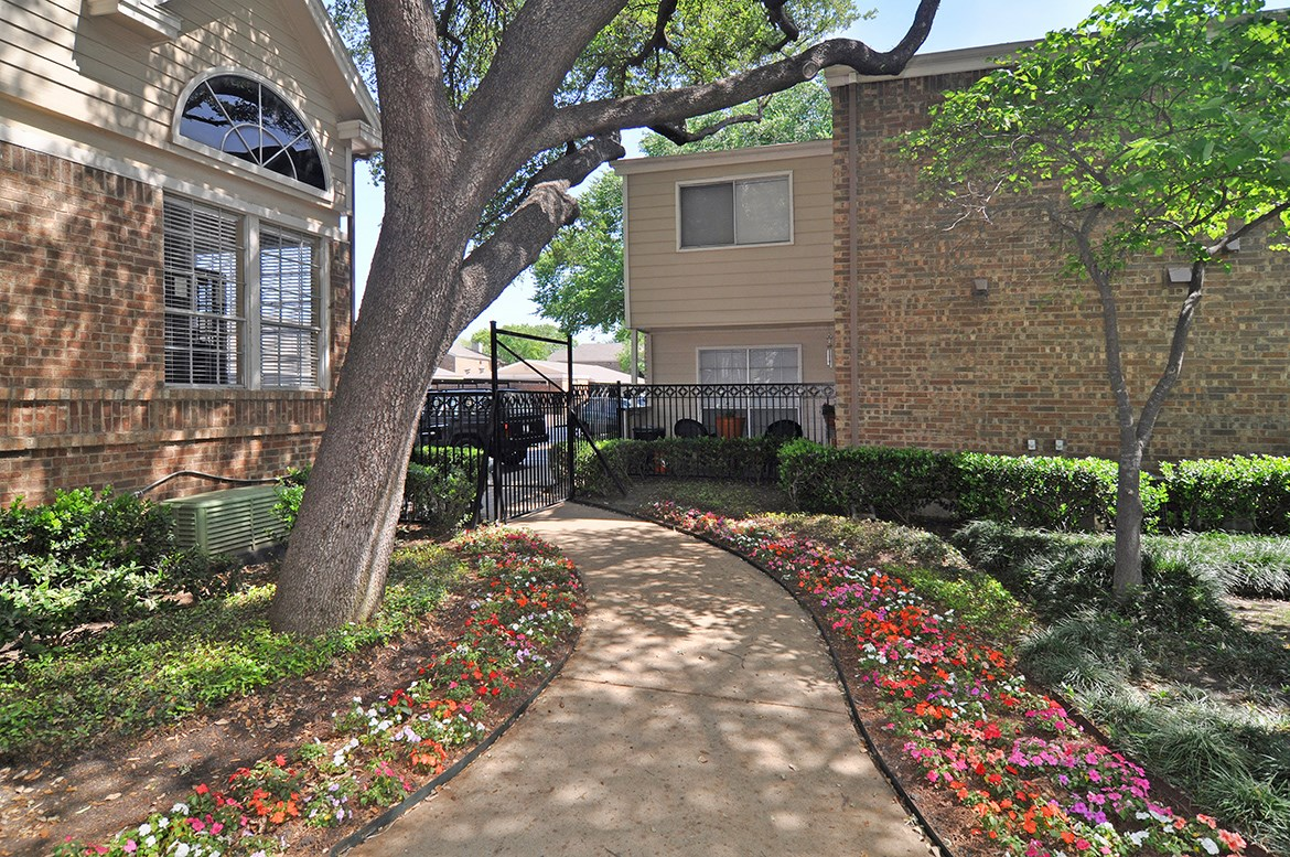 Exterior at Listing #135959