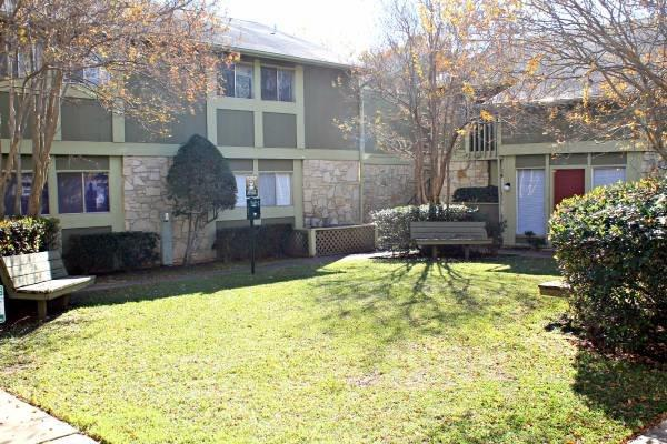 Exterior at Listing #140551