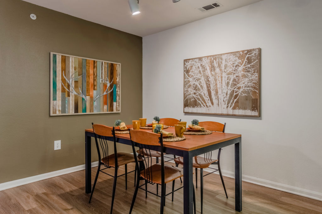 Dining at Listing #138017