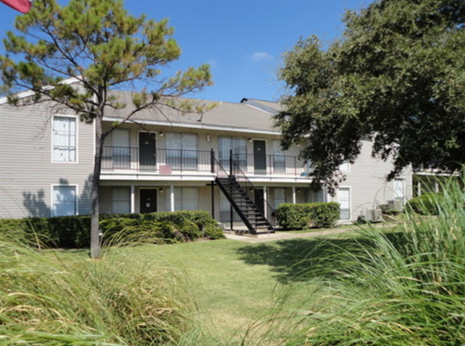 Exterior at Listing #136110