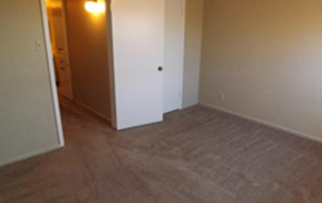Bedroom at Listing #140848