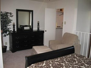 Bedroom at Listing #137066