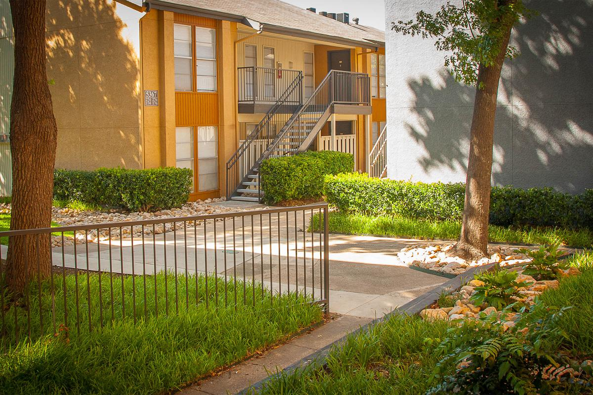 Exterior at Listing #136552