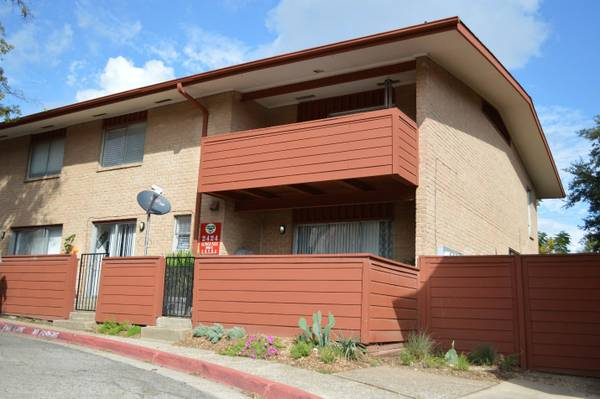 Exterior at Listing #136598