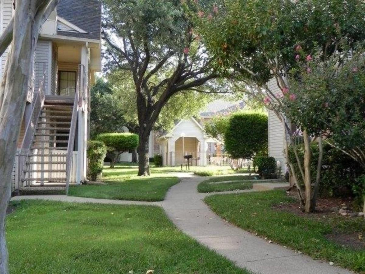 Exterior at Listing #137285