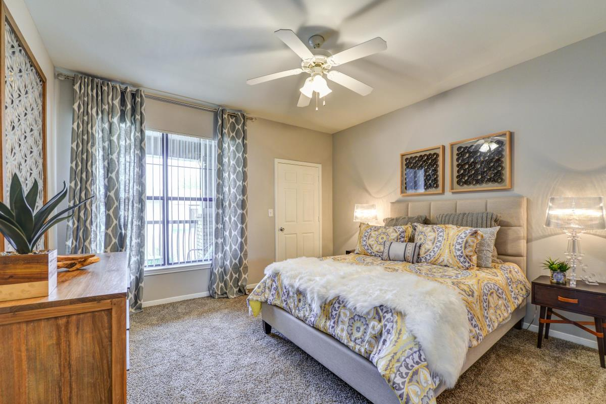 Bedroom at Listing #138144