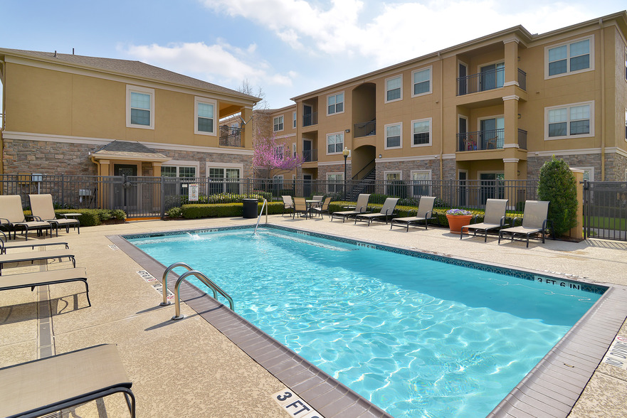 Pool at Listing #143451
