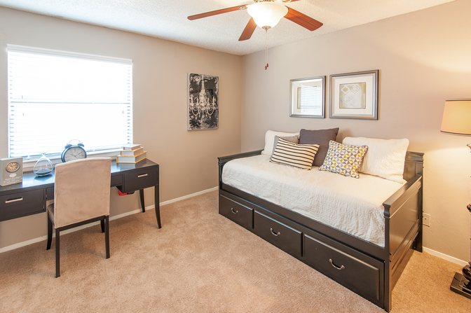 Bedroom at Listing #137994