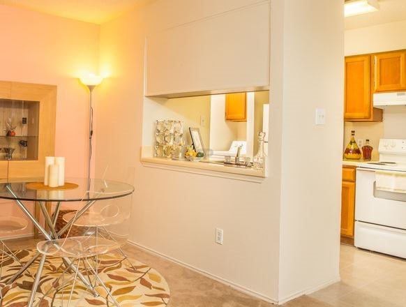 Dining at Listing #136235