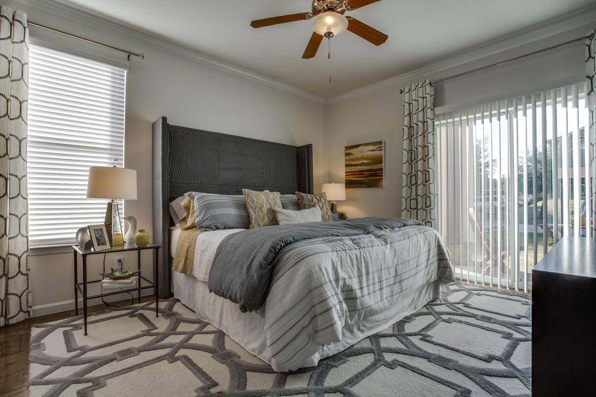 Bedroom at Listing #146942