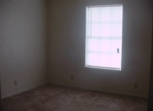 Bedroom at Listing #144883