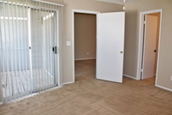 Bedroom at Listing #141251