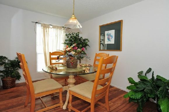 Dining at Listing #141312