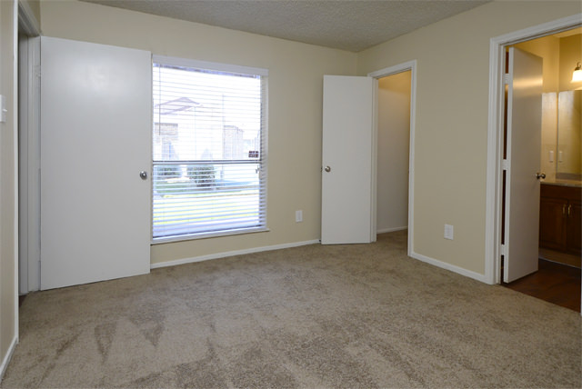 Bedroom at Listing #135772