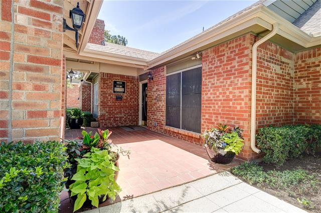 Exterior at Listing #136281