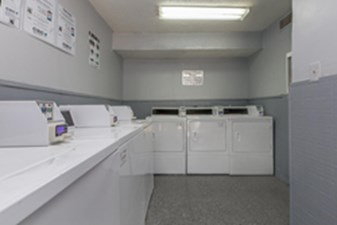 Laundry at Listing #140419