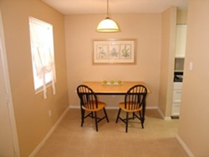 DIning at Listing #140507